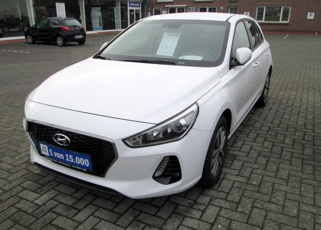 Hyundai i30 1.4 Navi-Kamera-Klimaautomatik-SHZ-BTH-NSW-ALU