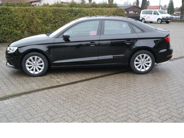 AUDI A3 1.6 Attraction BlueMotion TDI DPF Navi Klima