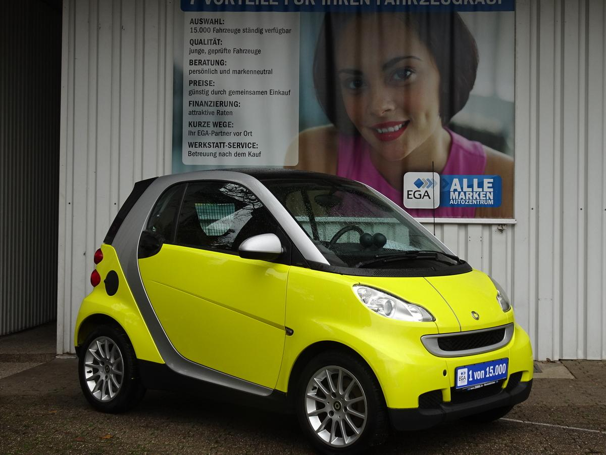Smart ForTwo  LEDER* SHZ* GLASD* SOUND PKT* ALU*