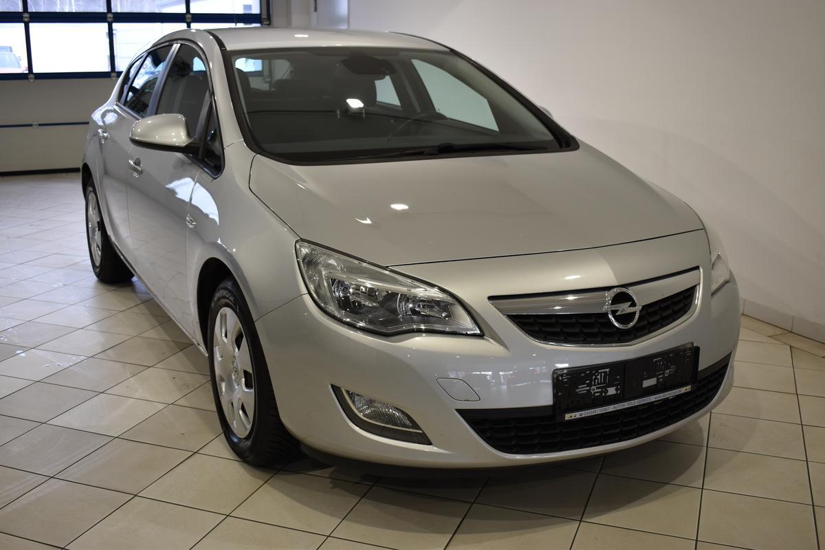 Opel Astra J 1.6 GRA PDC SHZ