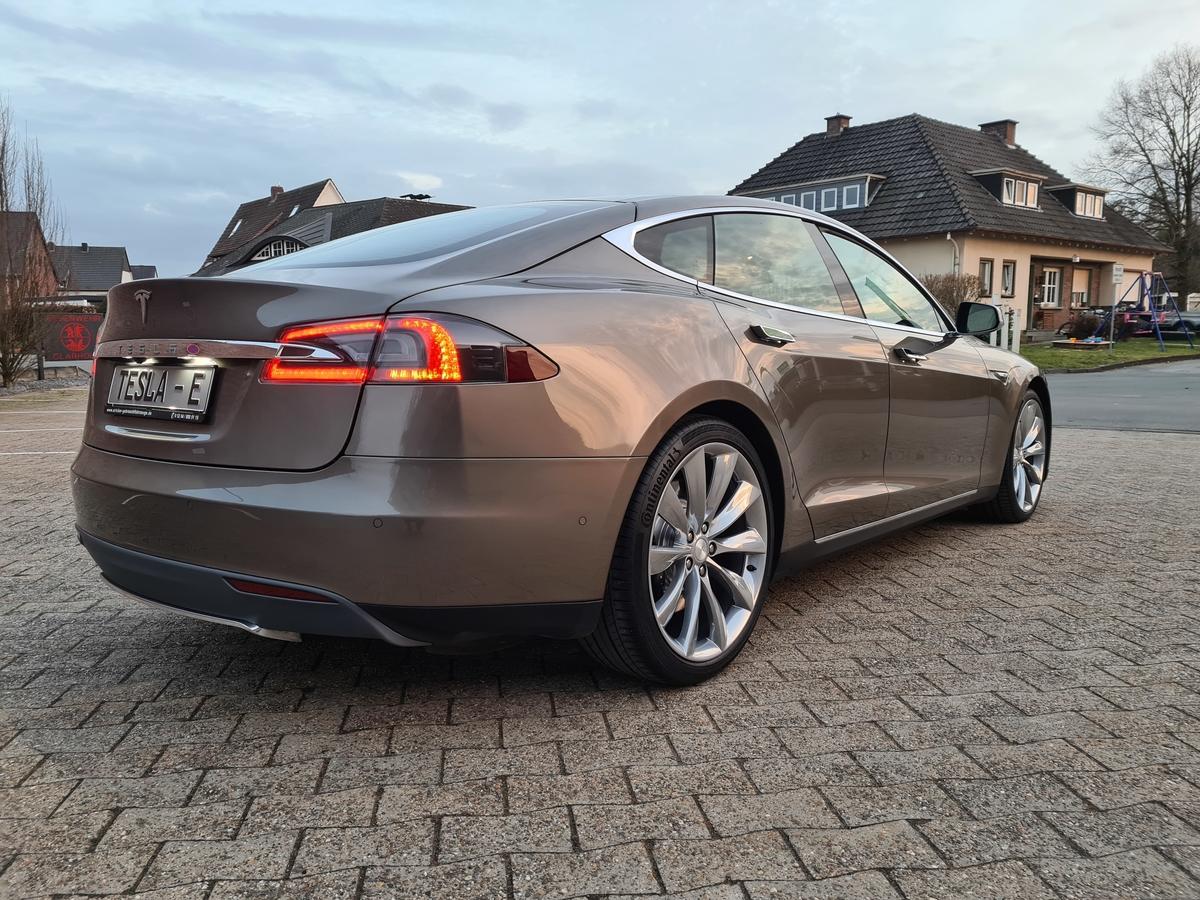Tesla Model S 70 Voll  AP1 CPO LTE Pano Next G Erst 81km