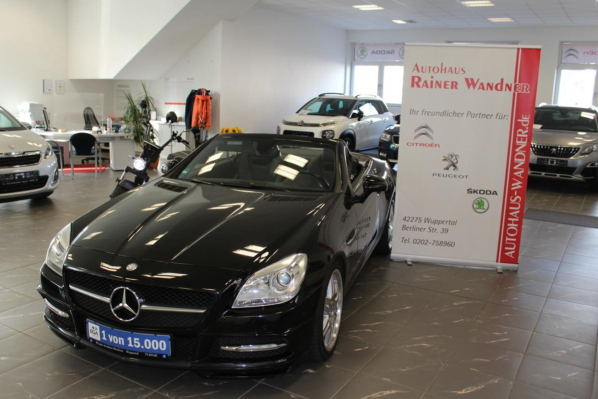 Mercedes-Benz 200 MERCEDES-BENZ SLK 200 (BlueEFFICIENCY) 7G-TRONI