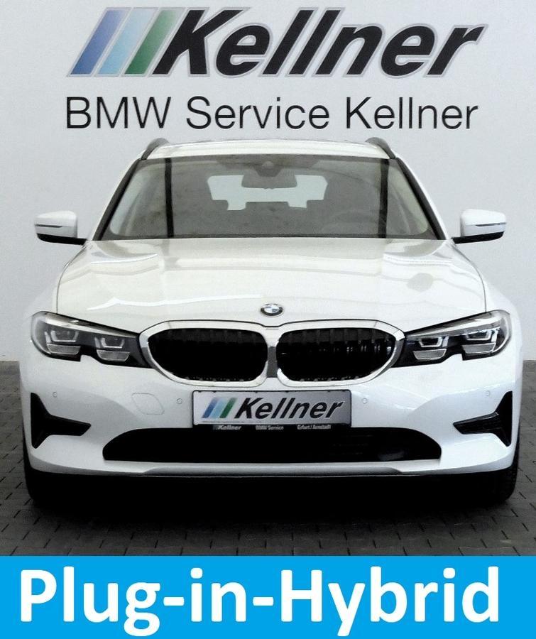 BMW 330 e  Live Cockpit Professional, AHK schwenkbar