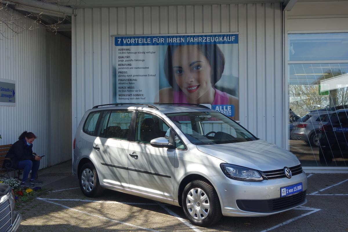 Volkswagen Touran 1,6 TDI TREND XENON CLIMATIC TEMPO PDC PARK-ASS
