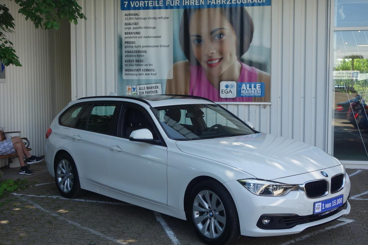 BMW 320i TOUR AUTOM..ADVANTAGE NAVI KLIMA PANO PDC ALU TEMPO