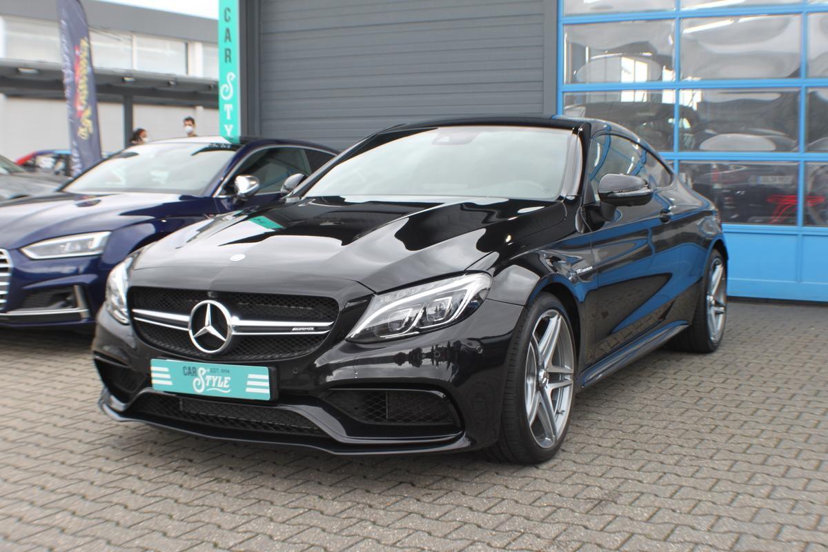 Mercedes-Benz C 63 AMG Coupe Junge Sterne Burmester Perf. Auspuff Night Paket