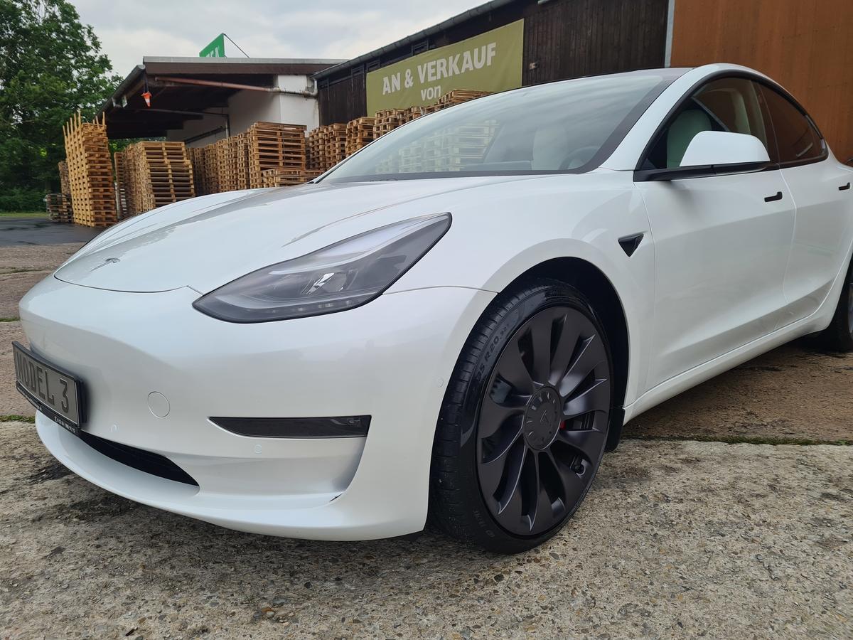 Tesla Model 3 PERFORMANCE Q1 FL 21 Weiß/Weiß