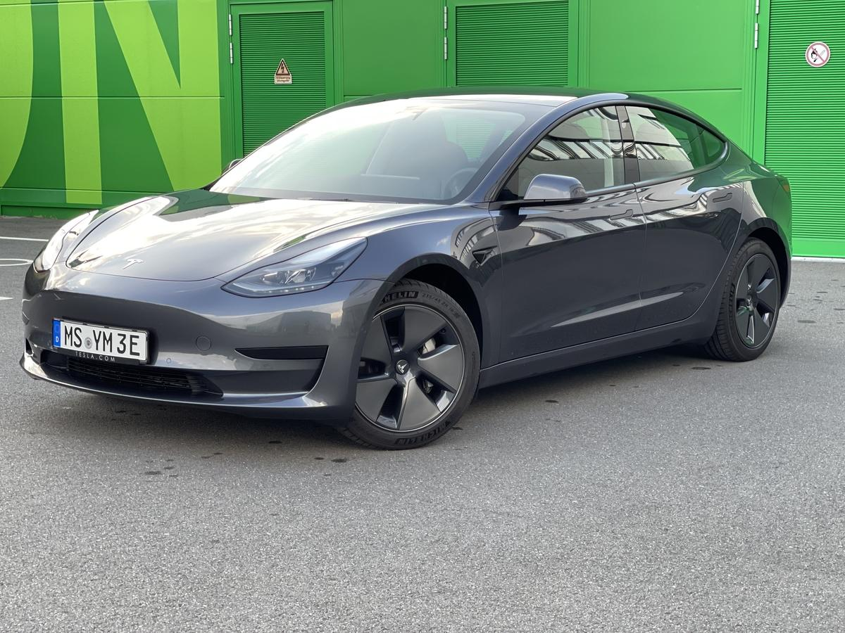Tesla Model 3 SR + AP AHK Q2/2021 18Zoll China Modell  LFP Akku