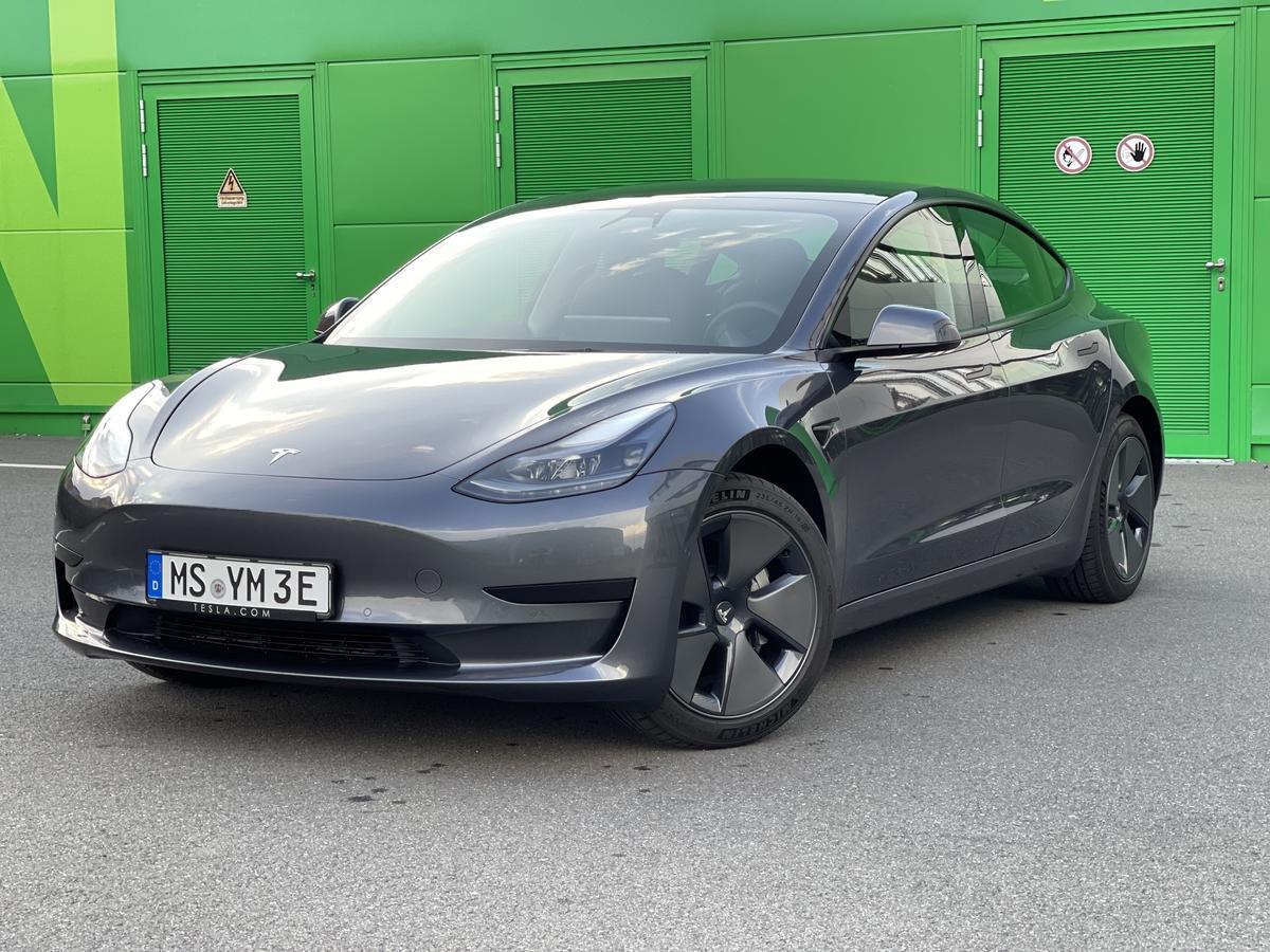 Tesla Model 3 SR + AP  Facelift Q1 /2021 18Zoll wenig Km