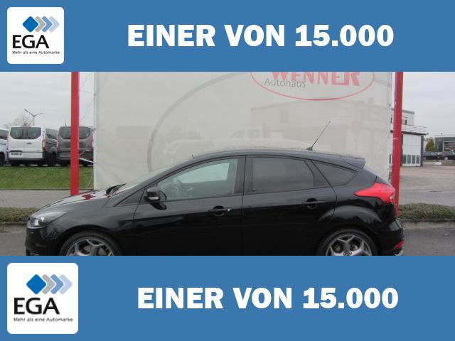 Ford Focus ST 2,0 TDCi / Winter Paket Plus + adapt. Xenon + PDC