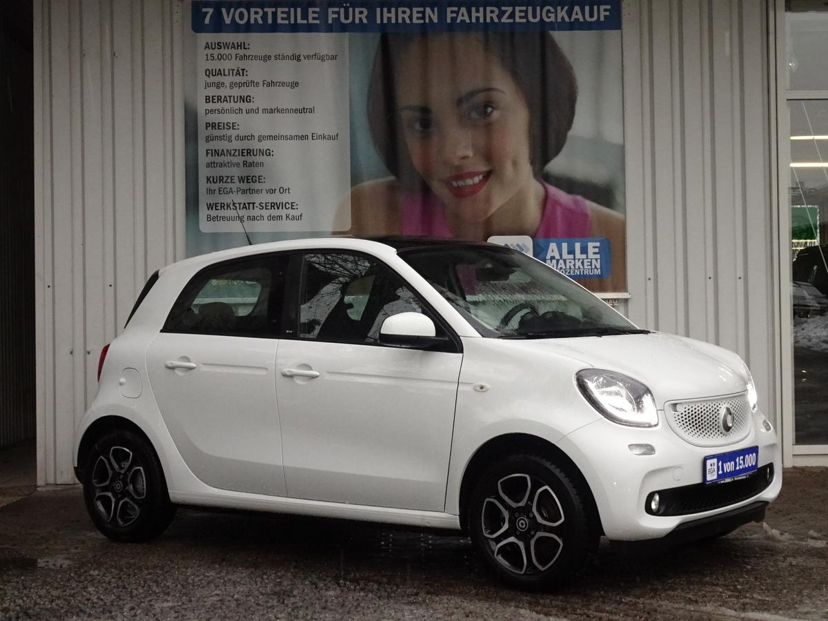 Smart ForFour 66kW/TWINAMIC/LEDER/PANORAMADACH/NAVI/PDC/LED/SHZ